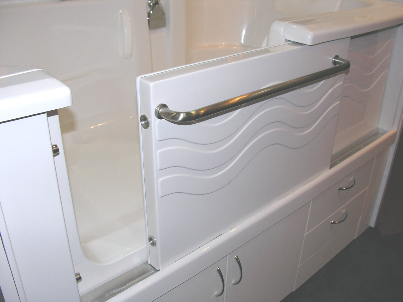 Walk In Bathtub Walk In Tubs Wholesale from ILUSA - The